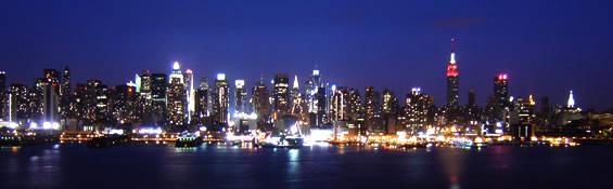 ニュージャージー州からハドソン川越しにニューヨークの夜景を観る